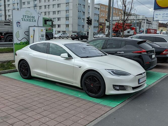 Tesla Model S Facelift with Aero Wheels Revived