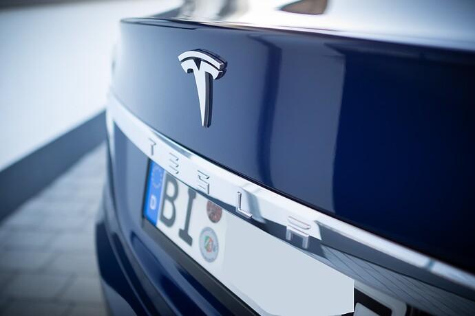 2021-09-05_Tesla_ToddeMK300432_ohne_Kennzeichen