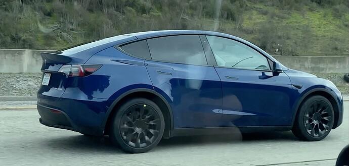 Tesla-Model-Y-prototype-new-wheels.jpg